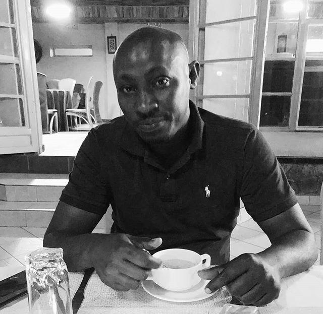 Från Rwanda:  Detta är Samson. Han är generalsekreterare för Credos motsvarighet i Rwanda - GBUR (IFES Rwanda). Be för honom och studentarbetet i Rwanda! Be särskilt för en bra relation med kyrkor och att de ska få ihop tillräckligt med pengar för att kunna skaffa en sjukförsäkring för personalen.