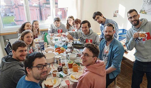 "Pierre hälsar på hos ""Schweiziska Credo"" (GBEU) under deras missionweek. Fint häng med drivna studenter! 😊 . . #credo #ifes #missionweek #gbeu #bigquestions #studentministry"