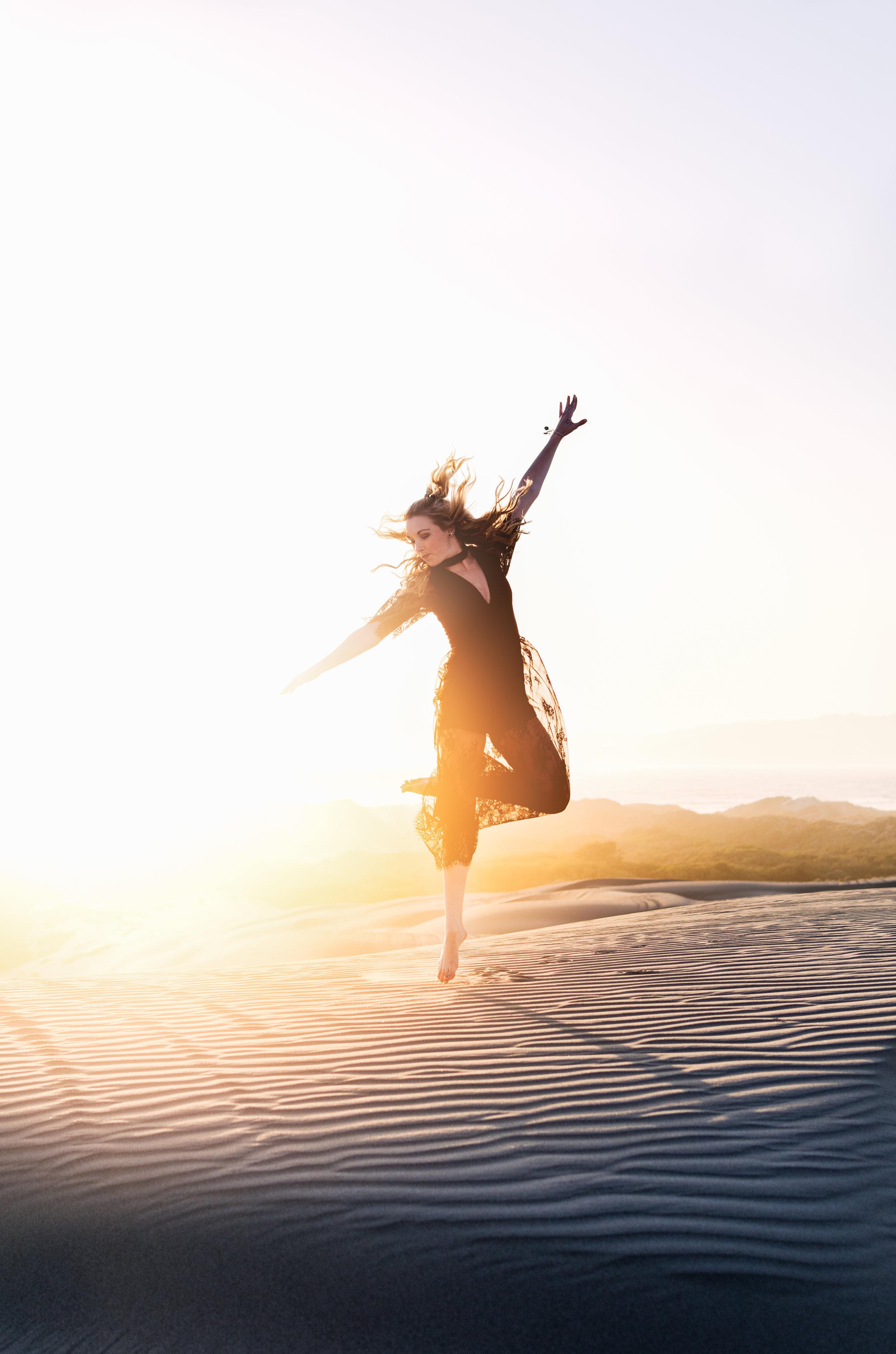 """Yoga Trance Dance™ - Trance Dance ist eine der ältesten Formen kollektiver Meditation, Bewegung und Ekstase, die in verschiedenen Nuancen in vielen Kulturen zu Hause ist.Die Trance Dance Sessions werden von """"tribal Rythmen"""", zeitgenössicher Musik wie auch Weltmusik begleitet.Mögliche Wirkungen einer Yoga Trance Dance Stunde sind u. a.* besseres Embodimentin unserem Körper zu Hause sein, uns besser spüren* Energie tanken* schlafende Energien wecken & aktivieren* Herz- und Gehirnwellen synchronisieren* meditative Bewusstseinszustände* innere Kraft & Klarheit* pure Freude* Verbindung mit anderen """"movers & shakers"""" * ein Gefühl der Verbundenheit und Einheit* Entspannung & Loslassen* vom Kopf in den Körper* direkte Verbindung zu unserer Lebenskraft* verkörperte Freiheit"""
