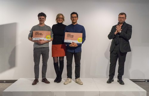 The award ceremony for the Prix Cinna Révélateur de Talents 2018 _ Sylvie Adigard presents Baptiste Pilato and Léo Dubreuil with the Public and Judges' Prize for their Shell© sofa VIA – Elodie Lecerf