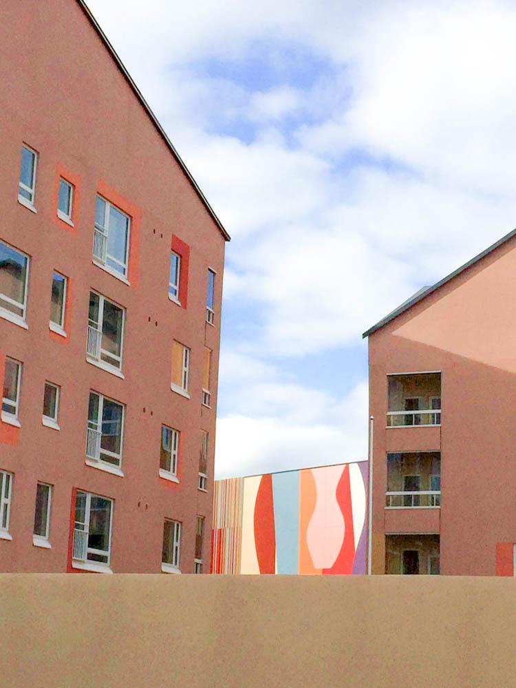 Astrid Sylwanin Delph-teos Porvoon Länsirannassa. Frei Zimmer vastaa alueen taideohjelman suunnittelusta. Kuva Laura Lehtinen.