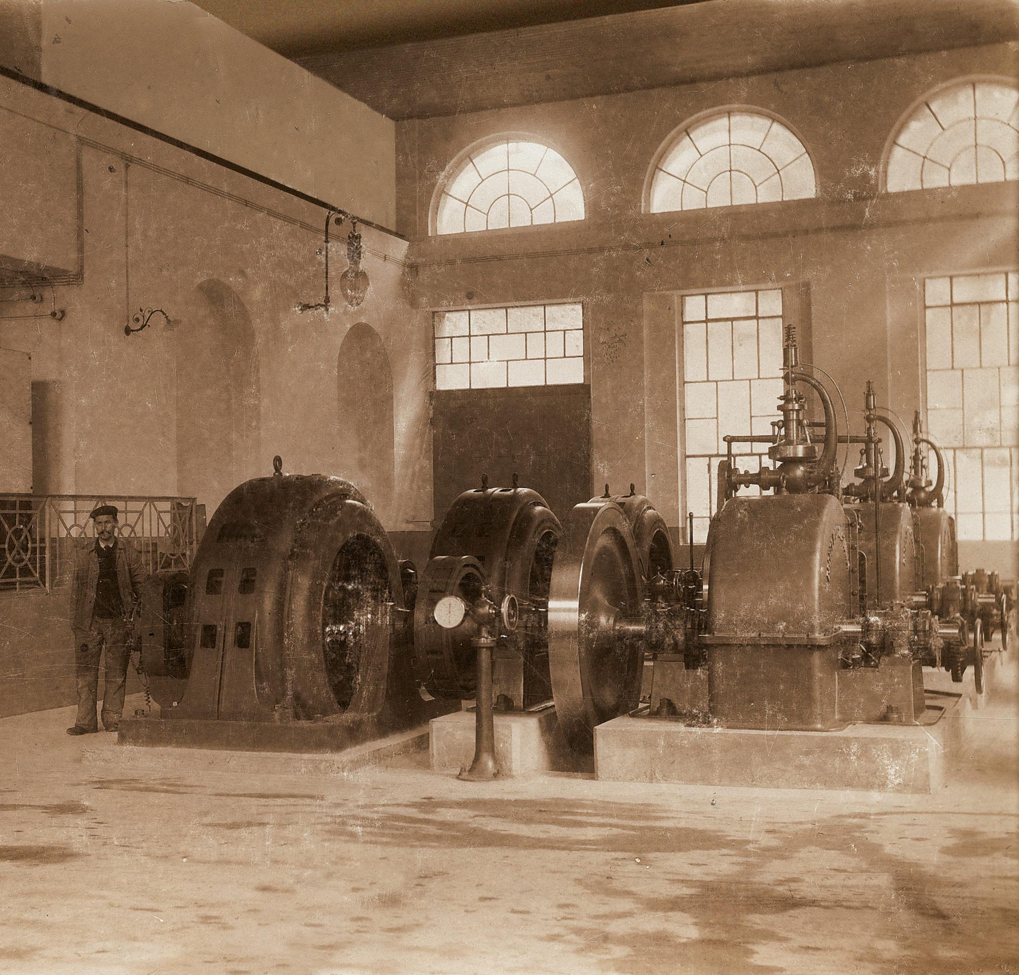 L'interno della centrale di Giubiasco nel 1903.