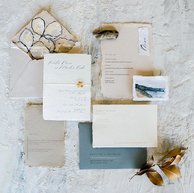 My concept for this shoot was a relaxed California vibe, incorporating textures and neutral tones, but also a giving a nod to the dramatic cliffs, ocean and fog. . Erin @lupineletters totally nailed it with this beautiful suite incorporating calligraphy, hand painted elements and driftwood placecards. . Sarah @sarahparker.co so beautifully captured everything! . Creative direction + styling by me. #propstylist #handmadepaper #calligraphy #flatlay