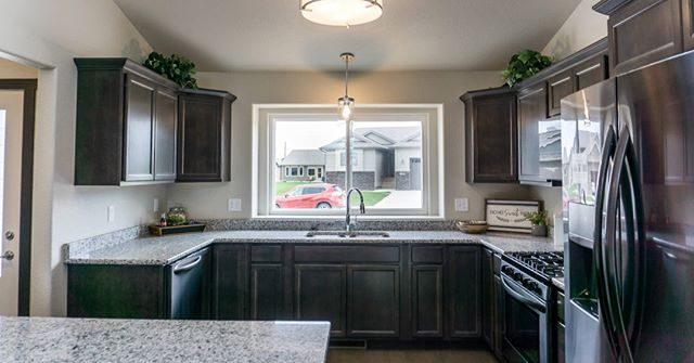 Not every kitchen needs white cabinets to look good 😉Builder: Howie Construction of Rapid City, SD . . . #BFSBuilt #BFSRapidCity #kitchen #cabinet #cabinetry #cabinets #kitchendesign #kitchendecor #KitchenLife #kitchens #kitchenware #kitcheninspo  #kitchenideas #kitchengoals #kitchensofinsta #kitchenstyle #kitcheninspiration #kitchencabinets #kitchensink #kitchenlove #kitchendetails #darkcabinets #woodcabinets #wood #cabinetryideas #kitcheninspo