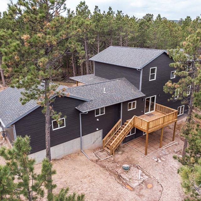 You know you've found paradise when the only neighbors in sight are deer. Builder: @kaski_construction_inc . . . #bfsbuilt #bfsrapidcity #blackhills #blackhillshomes #newhome #newconstruction #mountainliving #diamondkotesiding #lumber #buildingmaterials #customhome #homebuilders #homebuilding #homegoals #deck #decklife #newbuild #roofing #siding #contractorlife #keepcraftalive #buildit #rapidcityhomes #blackhillshomes #designbuild #homeideas #countryliving #pines #southdakota