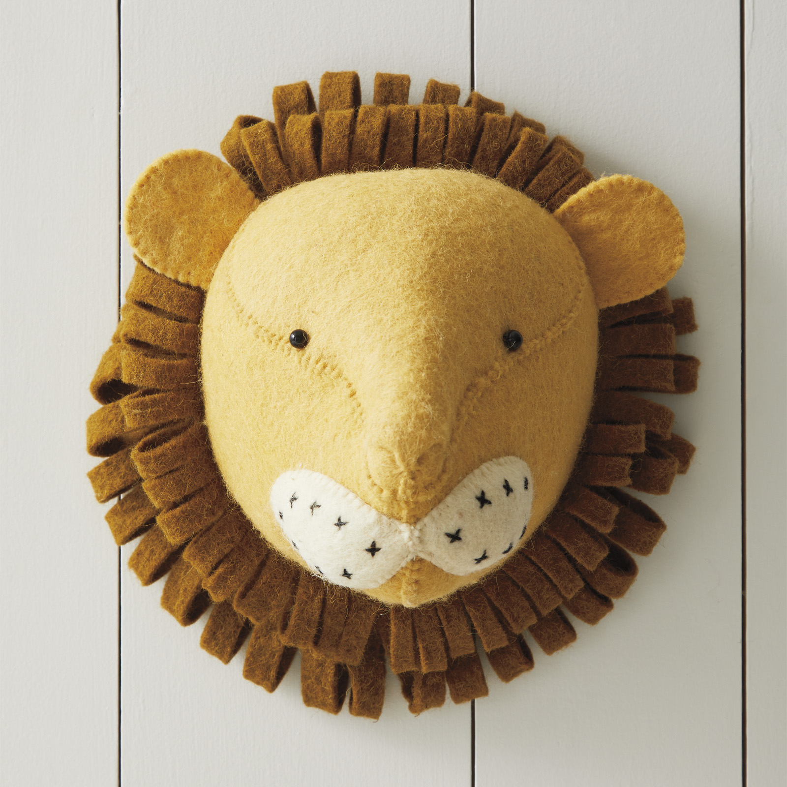 Nursery_Felt_Animal_Heads_Lion_MV_0290_Crop_BASE.jpg