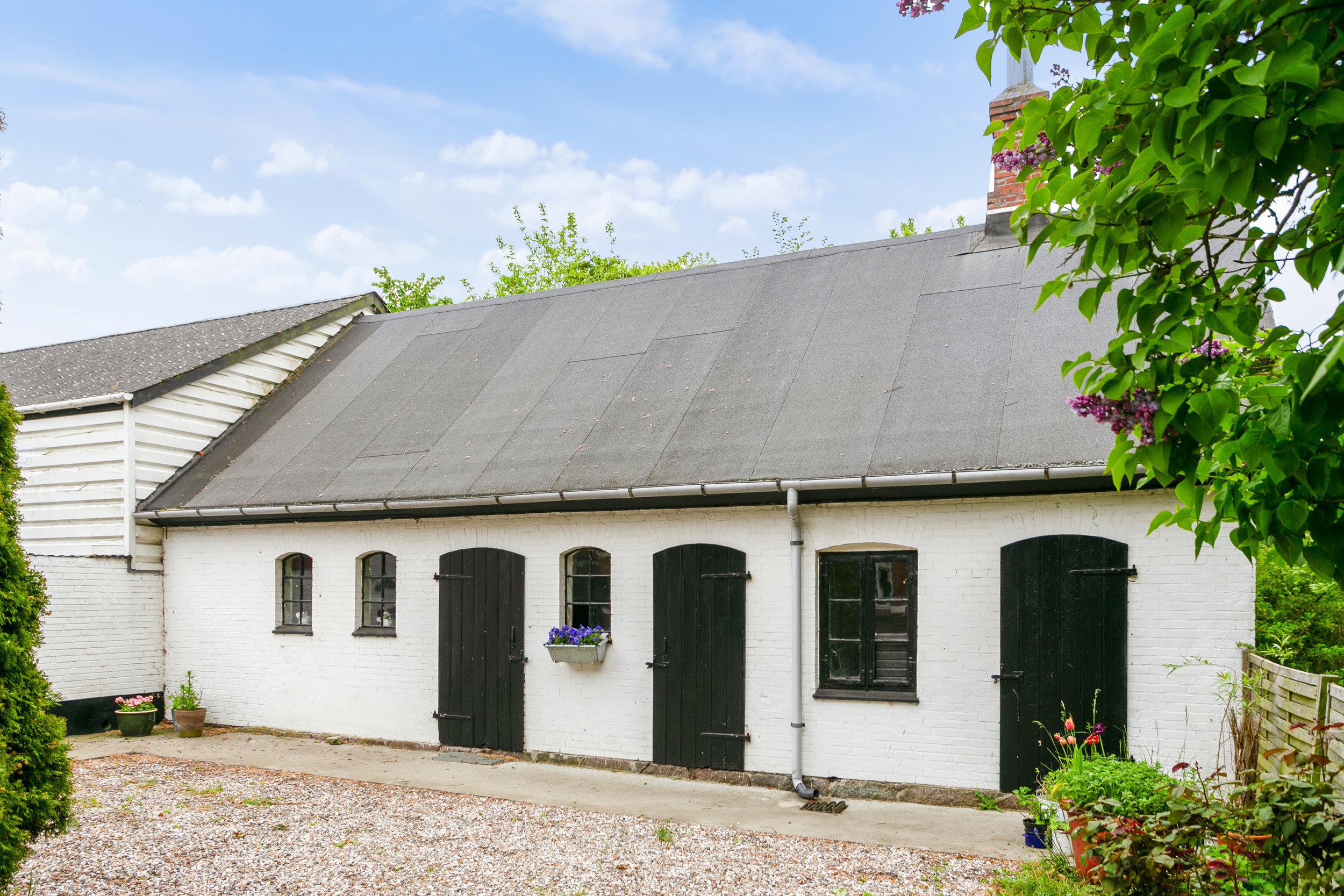 Værksted, hønsehus og depotrum