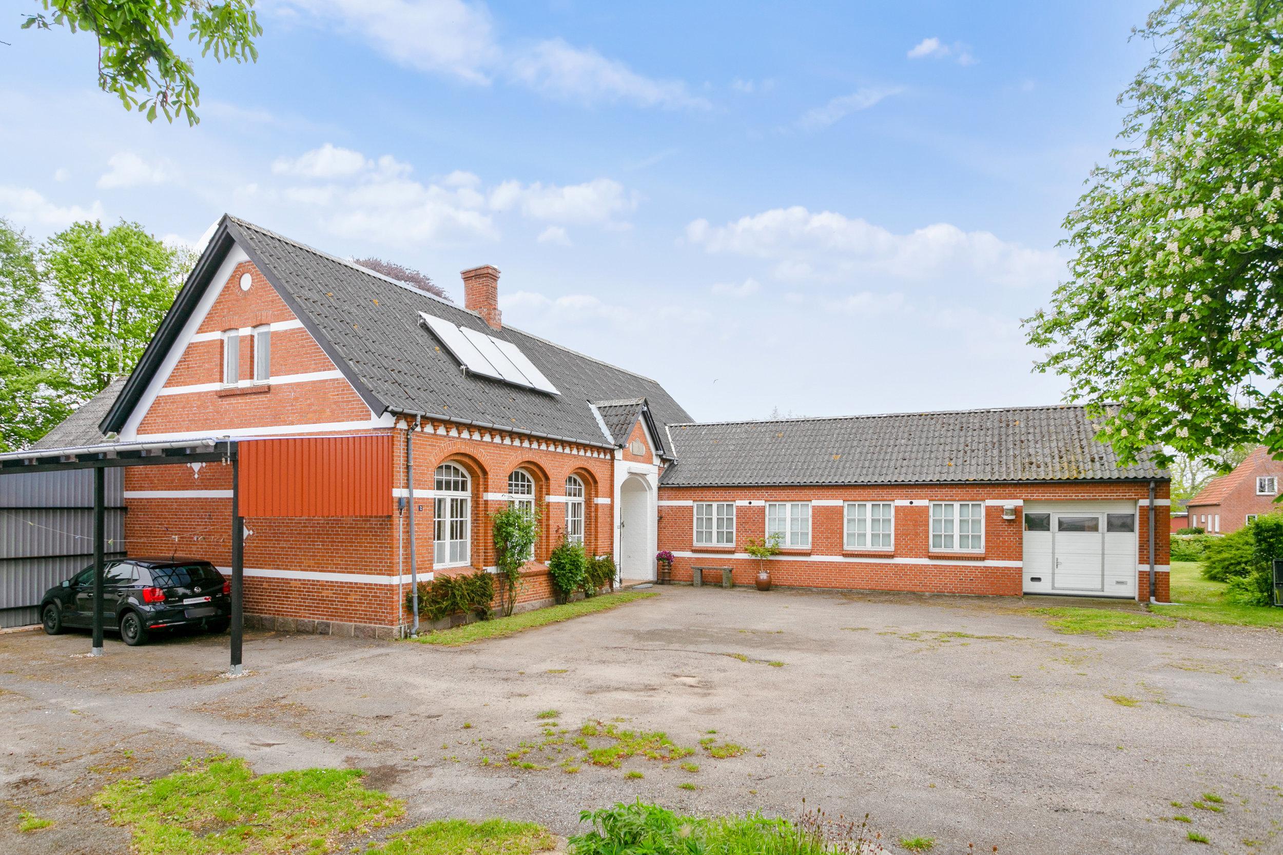 Skolen og koncertrummet set fra Fjendstrupvej