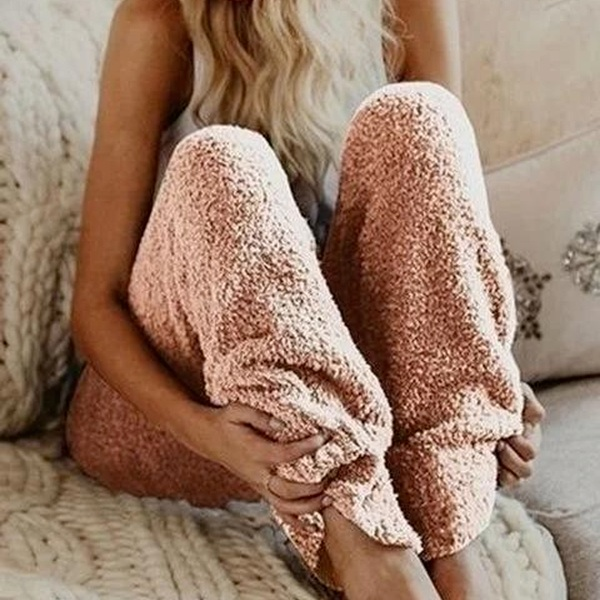 I'm absolutely obsessed with the Sherpa trend this winter, &  these pants  are giving me serious cozy vibes! I've got my eye on them!