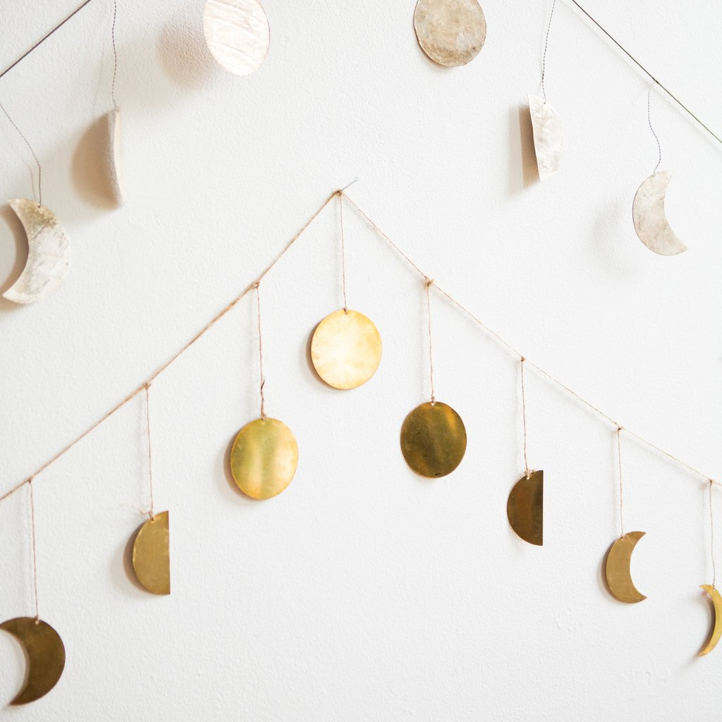 My beautiful friend  Andrea  sent me this  moon garland  & I instantly wanted it for Evelyn's nursery! I think I'm going to DIY it myself! Stay tuned :-)