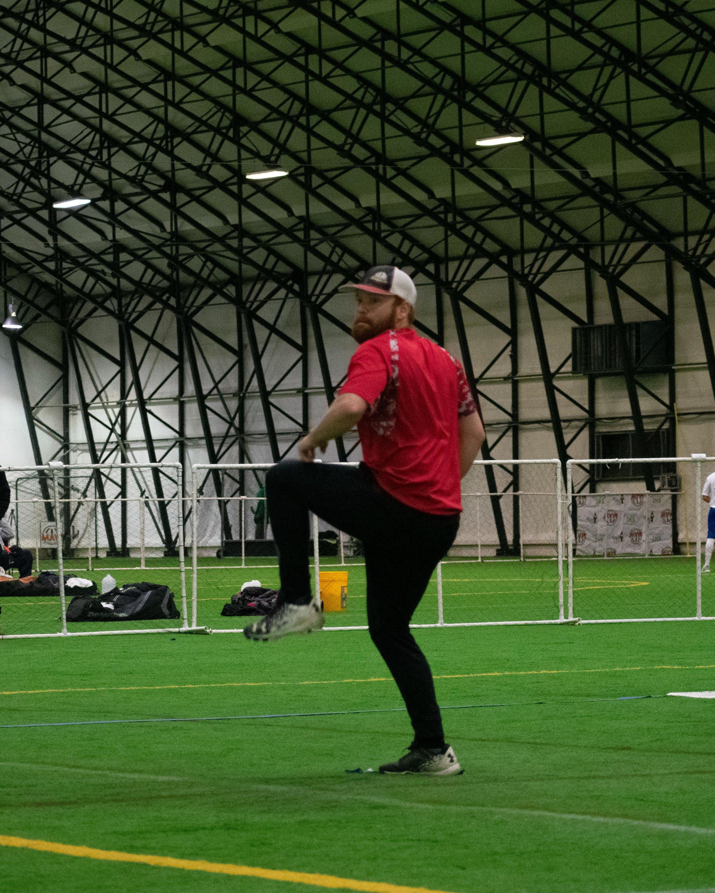 Chris Sarno pitching.jpg