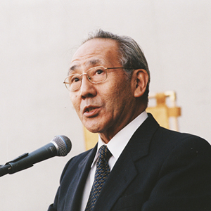 Gordon_Tom-Shoyama-Awardees_300x300.jpg