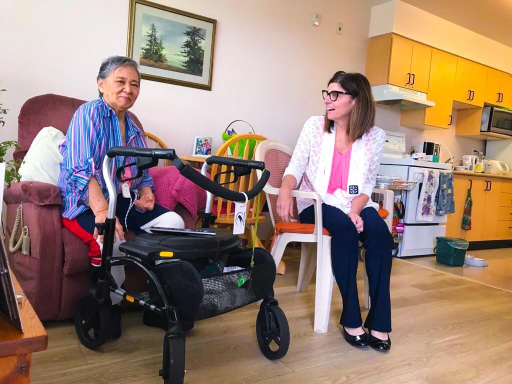 Minister Tasi Visits Nikkei Home (10).jpg