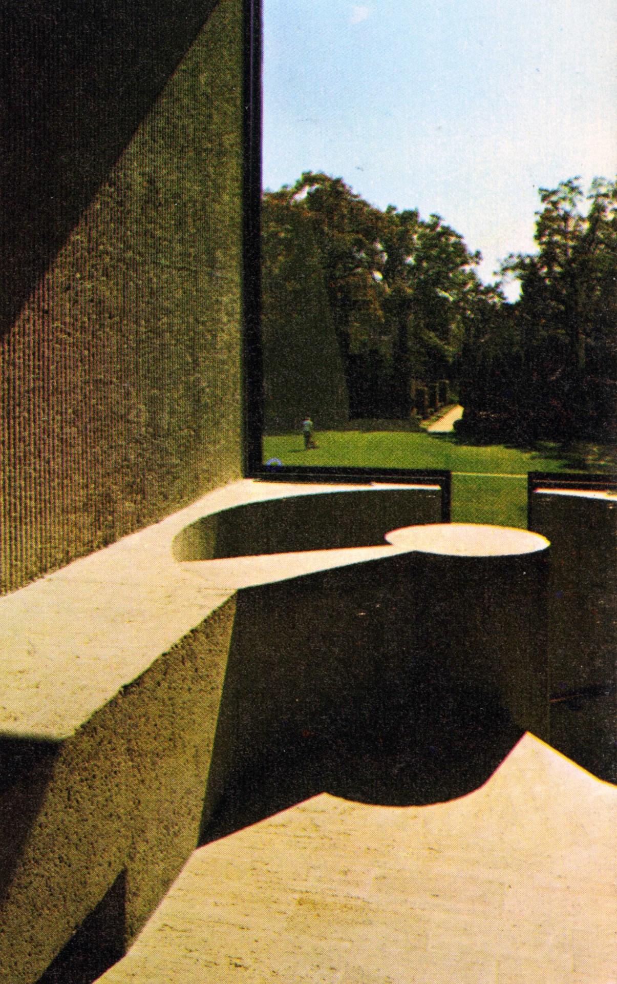 iowasunshine :      fuckyeahbrutalism :     Art Museum, Des Moines, Iowa, 1969   (I.M. Pei + Partners)     Yesssssss this building is a TREASURE