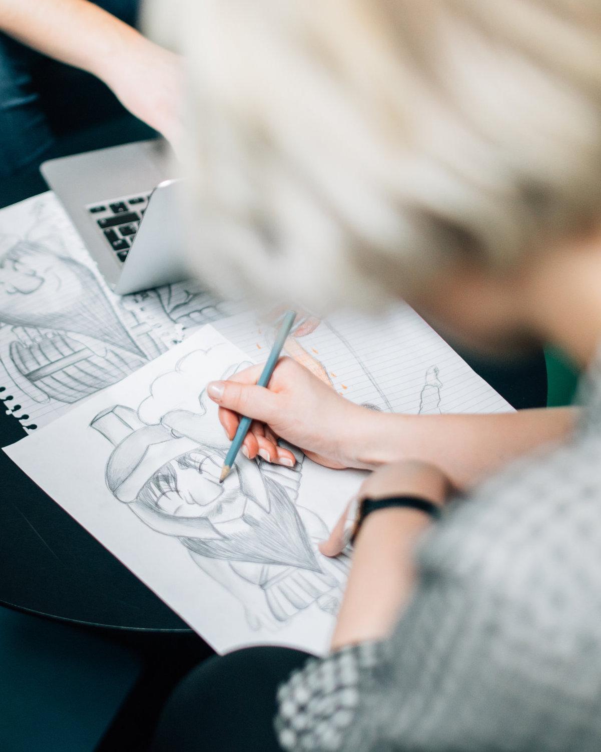 Graphium School ベーシックプログラム - 日常のちょっとしたワンシーンに4コマを描きたい、趣味でキャラクターを描けたらいいなという初級者向け講座。プロマンガ家の講師と一緒に、まずは描く楽しさを学ぶことから始めませんか。