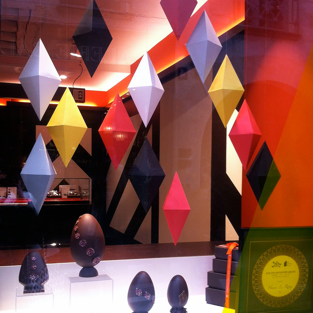 sceno-vitrine-papier-geometrique-8cd.jpg