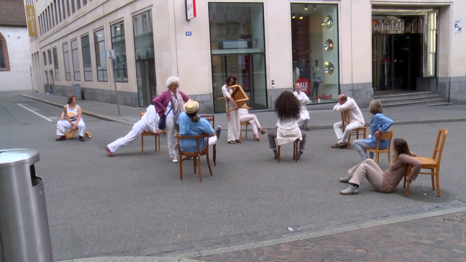 Perfomers in the Shopping-Street