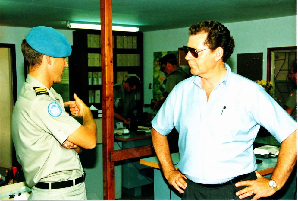 farley with the mnd during his visit to camp ziouani