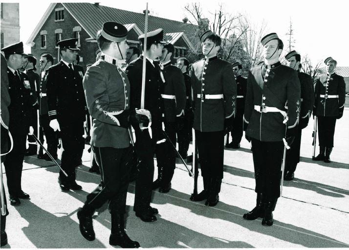 cwc avis escorting the cmdt bgen de chastelain during inspection