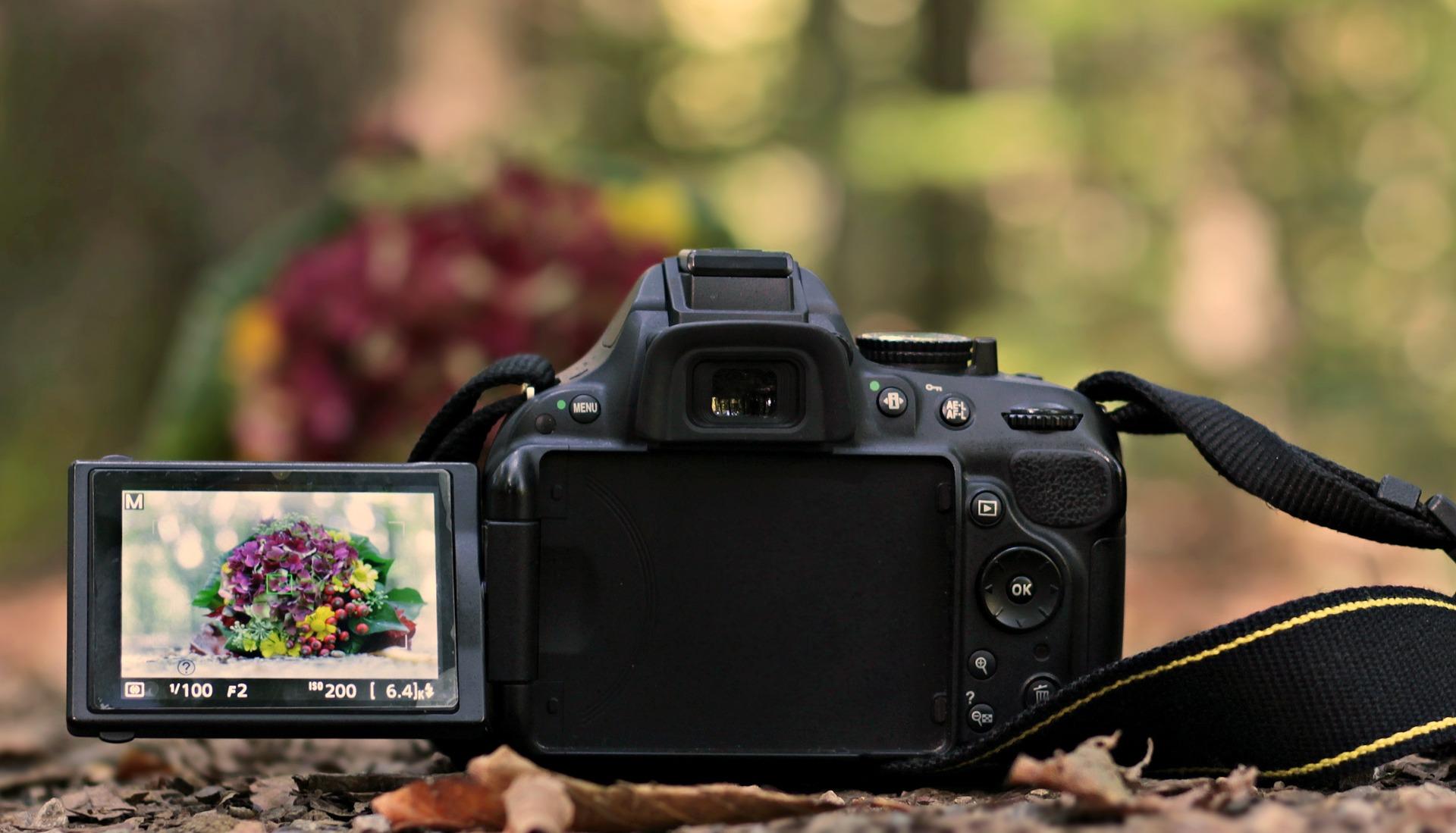 slr-camera-3752493_1920.jpg