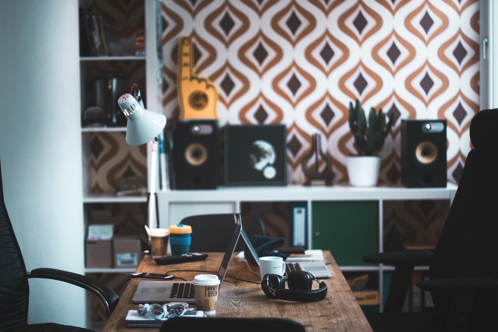 office-2616372_1920.jpg