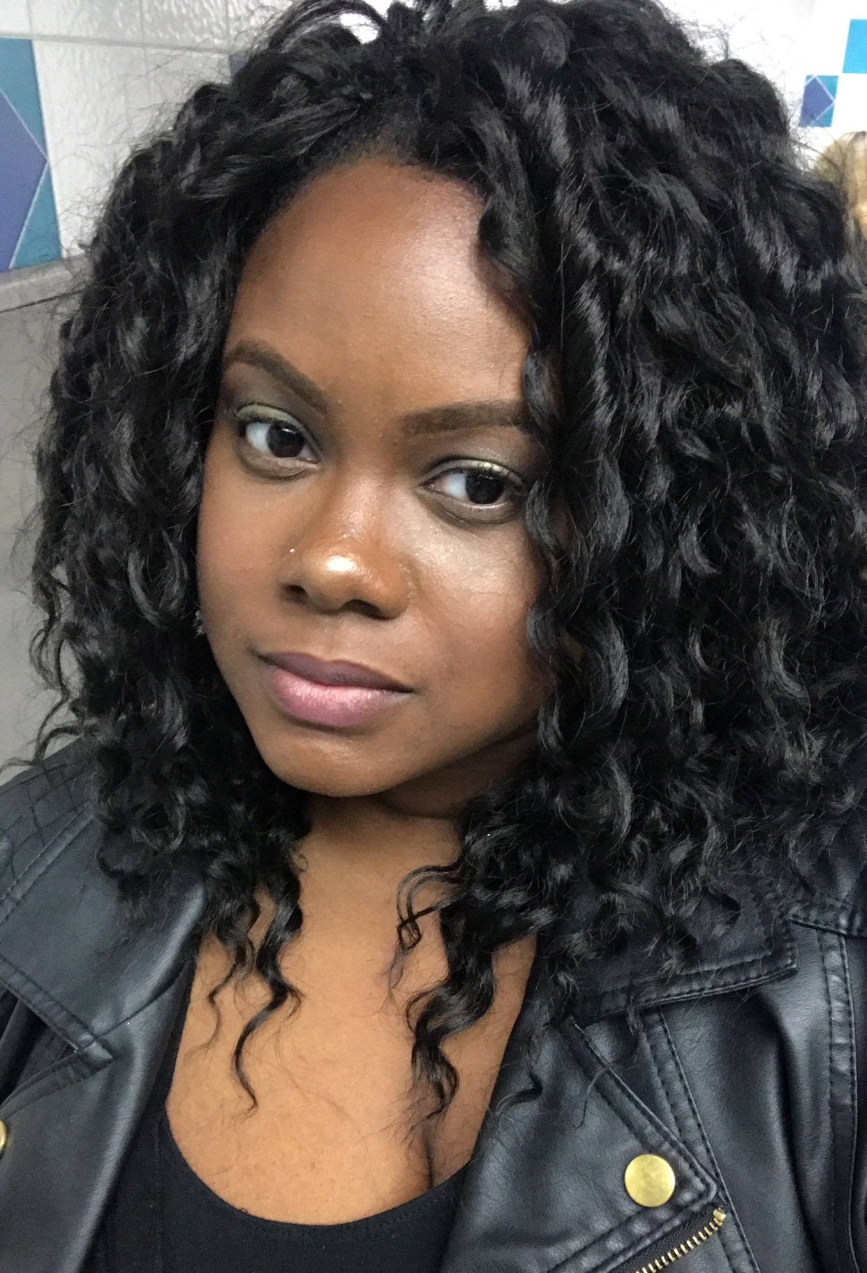 Dee - A girl with a house…well, a girl who lived in a house with a mother that shared her love of true crime with Dee. Dee has a passion for mental health and that's what led her to receive her degree in social work. She has been working in the mental health field for over 12 years and hasn't lost that fire yet.She's back in school, studying clinical mental health, laying the ground work to one day open her own practice. She hopes to make you laugh while educating you on the connection between crime and mental health.Twitter/Instagram: @dee_light4