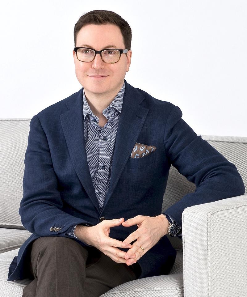 Dennis Scully : Business of Home Host