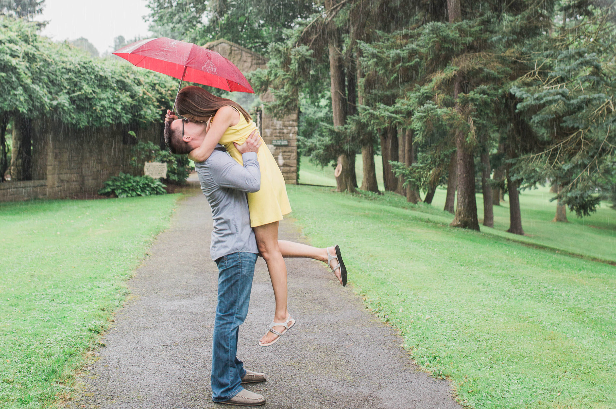 Johnstown Pittsburgh PA engagement session romantic rain couple portraits (18).jpg