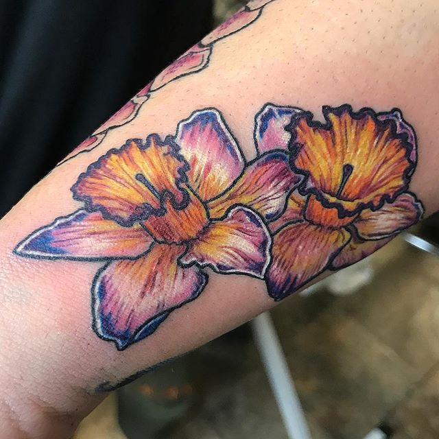 Rowan's client has been collecting floral tattoos from her for about two years now. Here's the boquet thus far. ⠀ Rowan Rhys, True Love Tattoo & Art Gallery, Seattle WA, rowan@trueloveart.com - @rowanrhystattoo⠀ ⠀ .⠀ .⠀ .⠀ .⠀ .⠀ .⠀ .⠀ .⠀ .⠀ .⠀ #RowanRhystattoo #trueloveart #truelovetattoo  #tattoosofinstagram #seattle #tattoo #ink #seattletattooartists #capitolhill #seattle #seattleink #seattletattoo #seattletattoos #seattletattooshop #floraltattoo #flowers #botanicaltattoo #colortattoo #daffodil #orchid #weedtattoo #flowertattoo #qttr