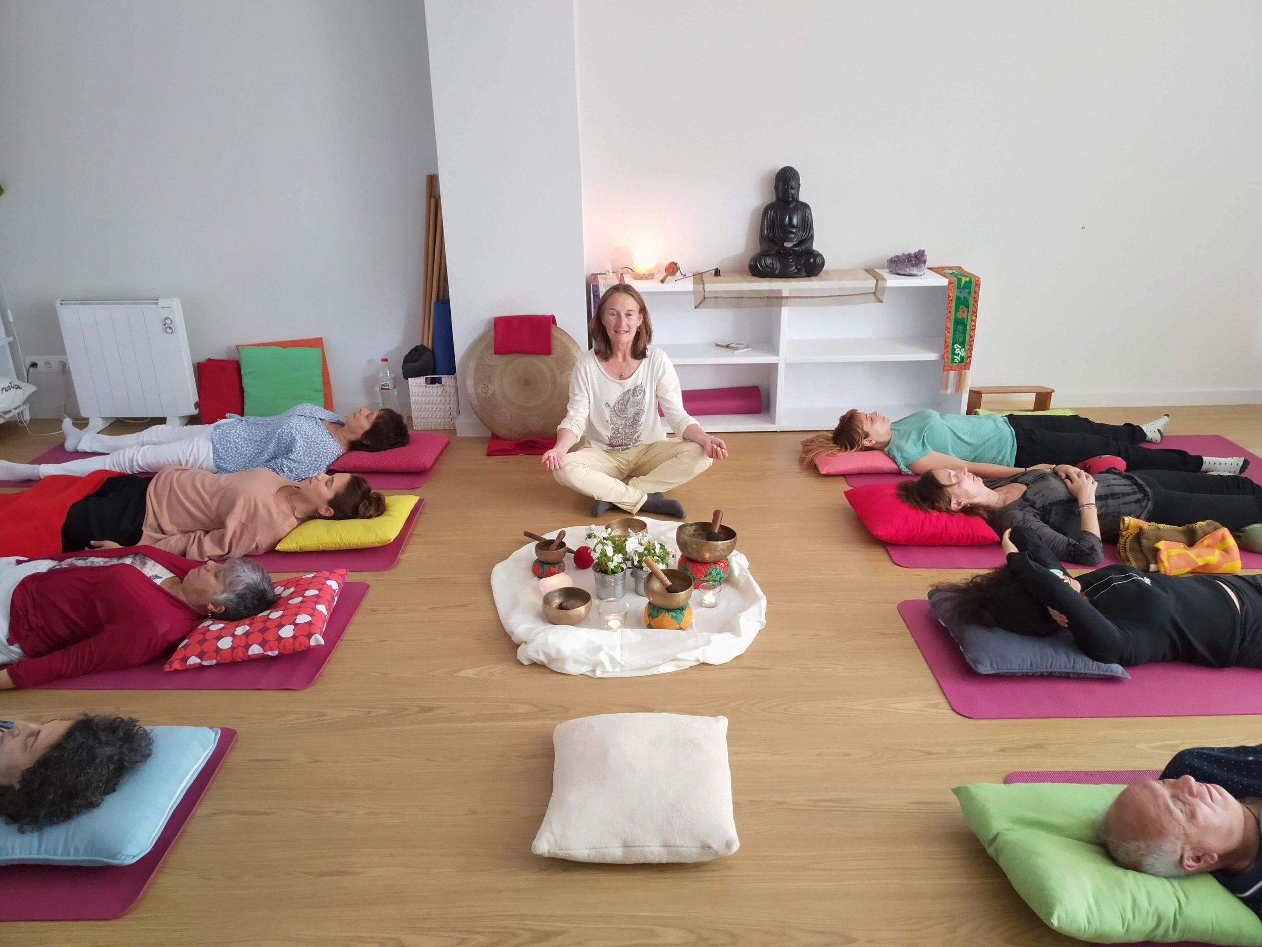 Meditación con cuencos y gong. Meditaciones guiadasTODOS LOS MESES - El 2º viernes de cada mes realizamos un concierto de cuencos y gong y, el último viernes de cada mes hacemos una meditación guiada. Las dos meditaciones son abiertas para todos. La duración es de una hora y la aportación de 5€. No es necesario que tengas experiencia previa. Revisa las próximas fechas AQUÍ