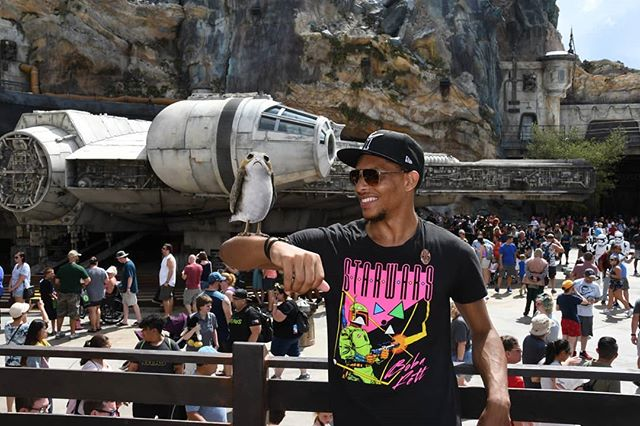 Back from Batuu..Time to continue training for Twitch Rivals TFT Tournament at Twitchcon  Link in bio 👇🏽 twitch.tv/buctastic  #starwars #twitchkittens #twitchrivals #galaxysedge #twitchaffiliate