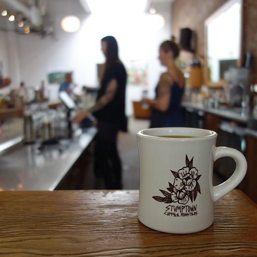 Jess がデザインした Stumptown Coffee のマグ(現在は販売終了)