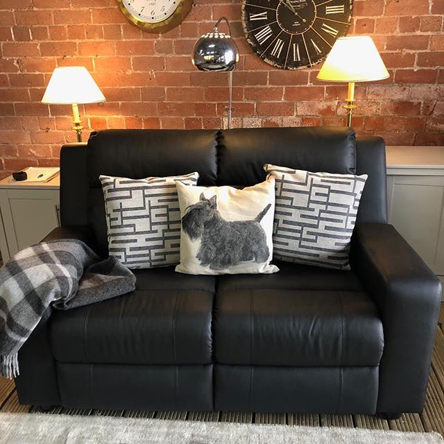 ⚡️MATCHING TWO SEATER TO PREVIOUS SOFA⚡️ 🙌🏻FABULOUS ELECTIC RECLINER🙌🏻 🌟🌟OUR PRICE £399 RRP £750🌟 ⏰🚀ORDER TODAY, DELIVERED TODAY⏰🚀 🎉SHOP OUR FACEBOOK / INSTAGRAM 🎉#yorkshire #cosychair #loveleeds #sofashop