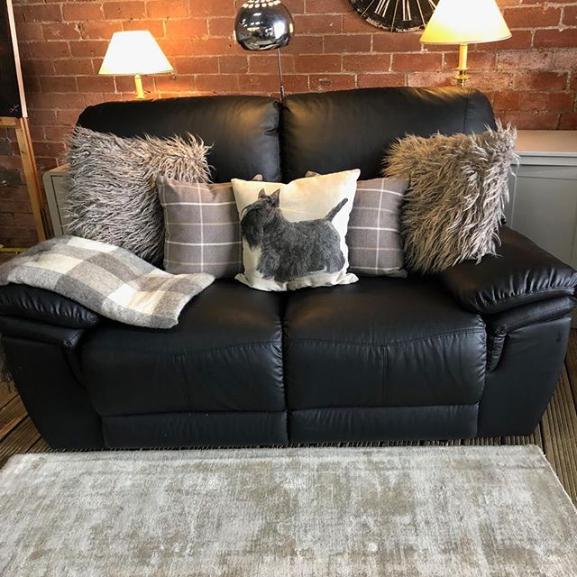⚡️BLACK LEATHER AIRE MANUAL RECLINER⚡️ 🙌🏻AVAILABLE IN A SET WITH THREE SEATER🙌🏻 🌟🌟OUR PRICE £399🌟 ⏰🚀ORDER TODAY, DELIVERED TODAY⏰🚀 🎉SHOP OUR FACEBOOK / INSTAGRAM 🎉#yorkshire #cosychair #loveleeds #sofashop