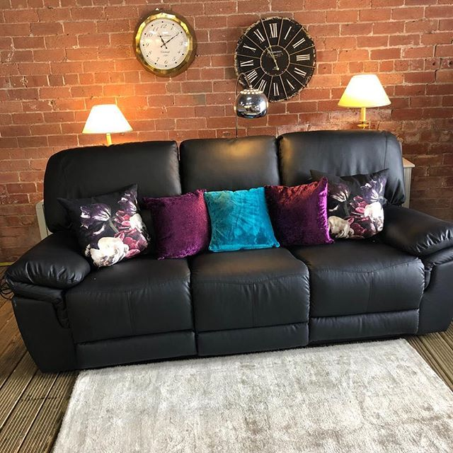 ⚡️BLACK LEATHER AIRE MANUAL RECLINER⚡️ 🙌🏻AVAILABLE IN A SET WITH TWO SEATER🙌🏻 🌟🌟OUR PRICE £499🌟 ⏰🚀ORDER TODAY, DELIVERED TODAY⏰ 🚀 🎉SHOP OUR FACEBOOK / INSTAGRAM 🎉#yorkshire #cosychair #loveleeds #sofashop