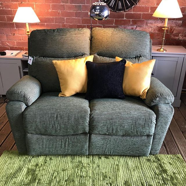 ⚡️AN ABSOLUTE LITTLE DOLLY⚡️ 🙌🏻EX FURNITURE VILLAGE TWO SEATER 🙌🏻 🌟🌟A STEAL AT £199 RRP £799🌟 ⏰🚀ORDER TODAY, DELIVERED TODAY⏰ 🎉SHOP OUR FACEBOOK / INSTAGRAM 🎉#yorkshire #cosychair #loveleeds #sofashop