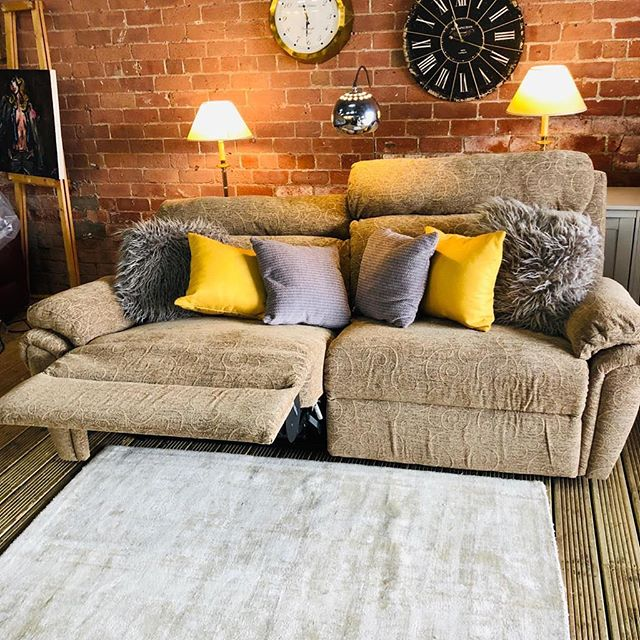 ⚡️THE COSIEST SOFA EVER⚡️ 🙌🏻SCS BROWN MANUAL RECLINER🙌🏻 🌟🌟A STEAL AT £399 RRP £950🌟 ⏰🚀ORDER TODAY, DELIVERED TODAY⏰ 🎉SHOP OUR FACEBOOK / INSTAGRAM 🎉#yorkshire #cosychair #loveleeds #sofashop