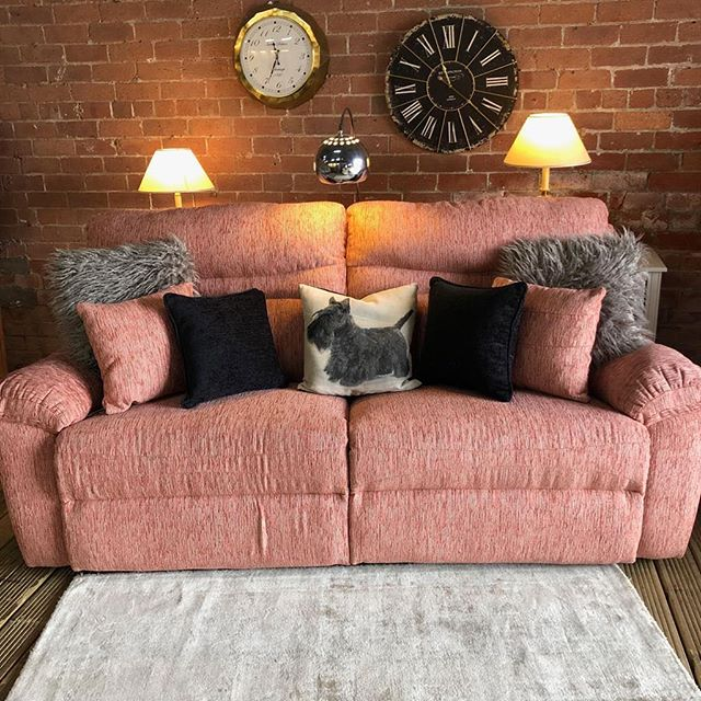 ⚡️PERFECT PINK PINSTRIPE THREE SEATER⚡️ 🙌🏻SCS ELECTRIC RECLINER🙌🏻 🌟🌟A STEAL AT £399 RRP £950🌟 ⏰🚀ORDER TODAY, DELIVERED TODAY⏰ 🎉SHOP OUR FACEBOOK / INSTAGRAM 🎉#yorkshire #cosychair #loveleeds #sofashop