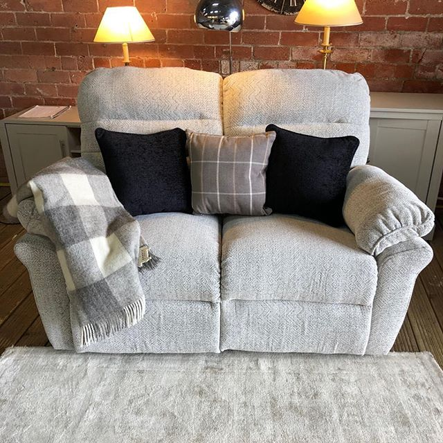 ⚡️WHAT A LITTLE SWEET HEART⚡️ 🙌🏻DFS CREAM ELECTRIC RECLINER🙌🏻 🌟🌟A STEAL AT £199 RRP £950🌟 ⏰🚀ORDER TODAY, DELIVERED TODAY⏰ 🎉SHOP OUR FACEBOOK / INSTAGRAM 🎉#yorkshire #cosychair #loveleeds #sofashop