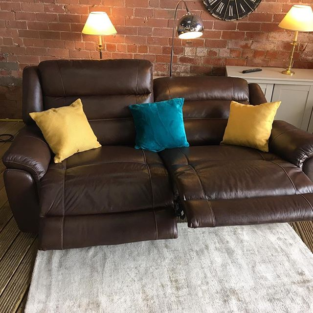 ⚡️HARVEYS PURE CHOCOLATE BROWN LEATHER⚡️ 🙌🏻AVAILABLE IN A SET WITH A TWO SEATER🙌🏻 🌟🌟OUR PRICE £799 RRP £1399🌟 ⏰🚀ORDER TODAY, DELIVERED TODAY⏰🚀 🎉SHOP OUR FACEBOOK / INSTAGRAM 🎉#yorkshire #cosychair #loveleeds #sofashop