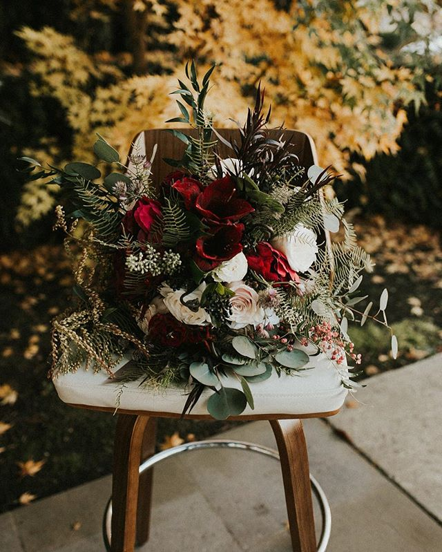 Attention all florists! We are hoping to start hosting floral workshops partnered with local florists- and would love to connect! Dm or email us at events@saintirenes.com! . . . Stylist: @anelaevents  Model: @baileybreving  Venue: @saintirenes  Cake: @customcakesbykrystle  Florals: @farmfancylic  Rentals: @vintagemeetsmodern