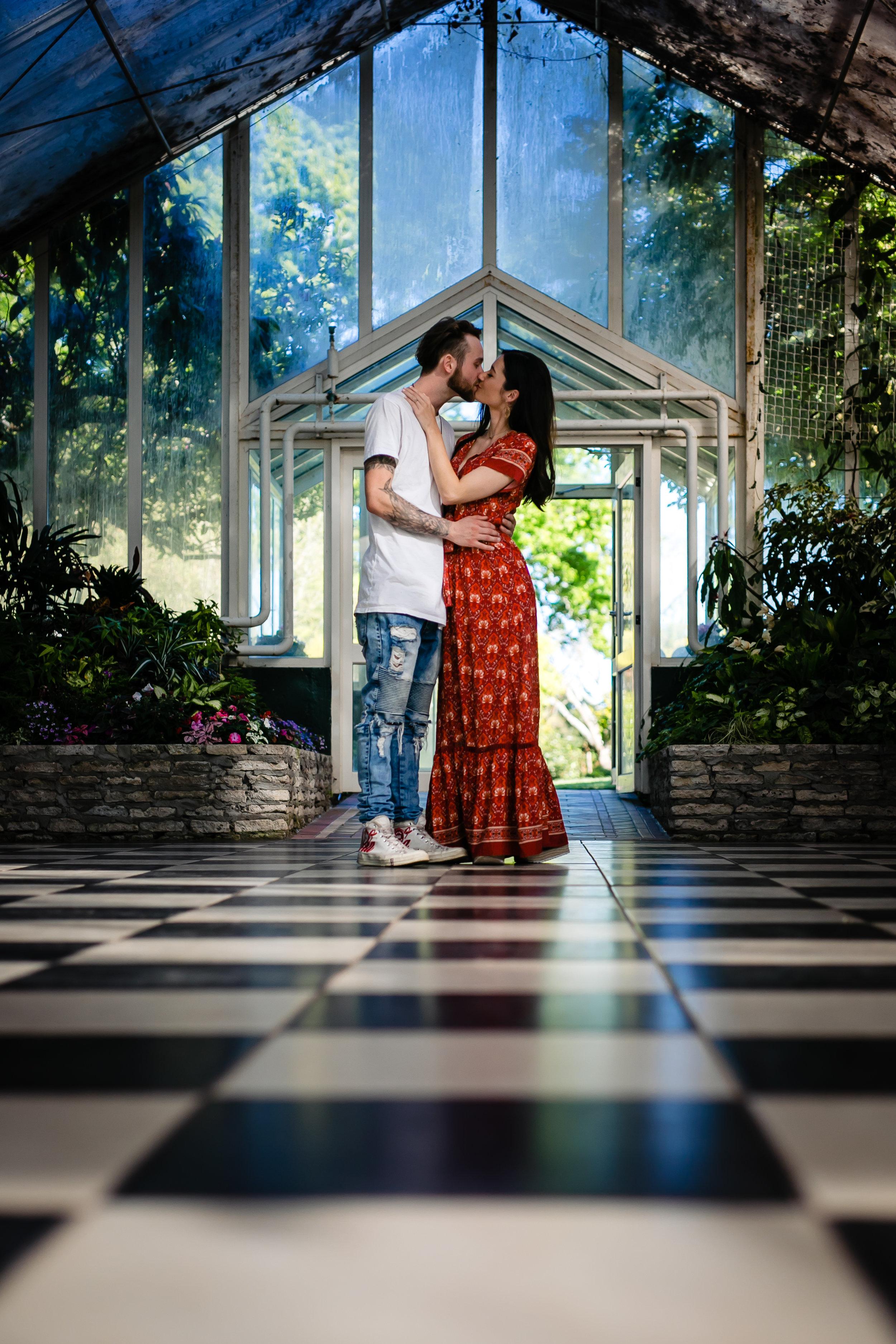 Clare -Gordon -Photography-Victorian-Glss-house-Hamilton-gardens-couple-kissing (43 of 147).jpg