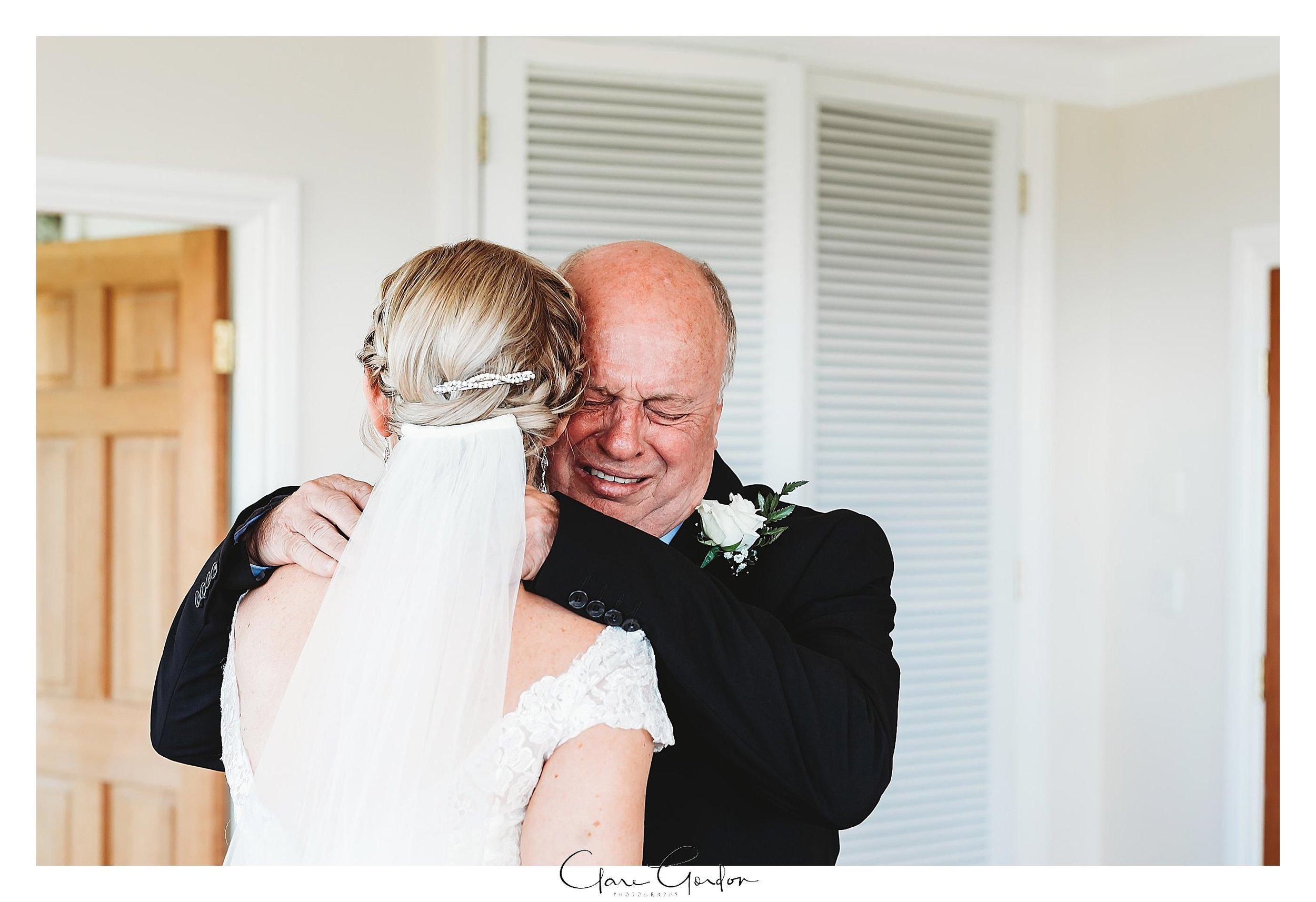 Eagle-Ridge-wedding-photo-first-loo-with-dad-Tauranga (78).jpg