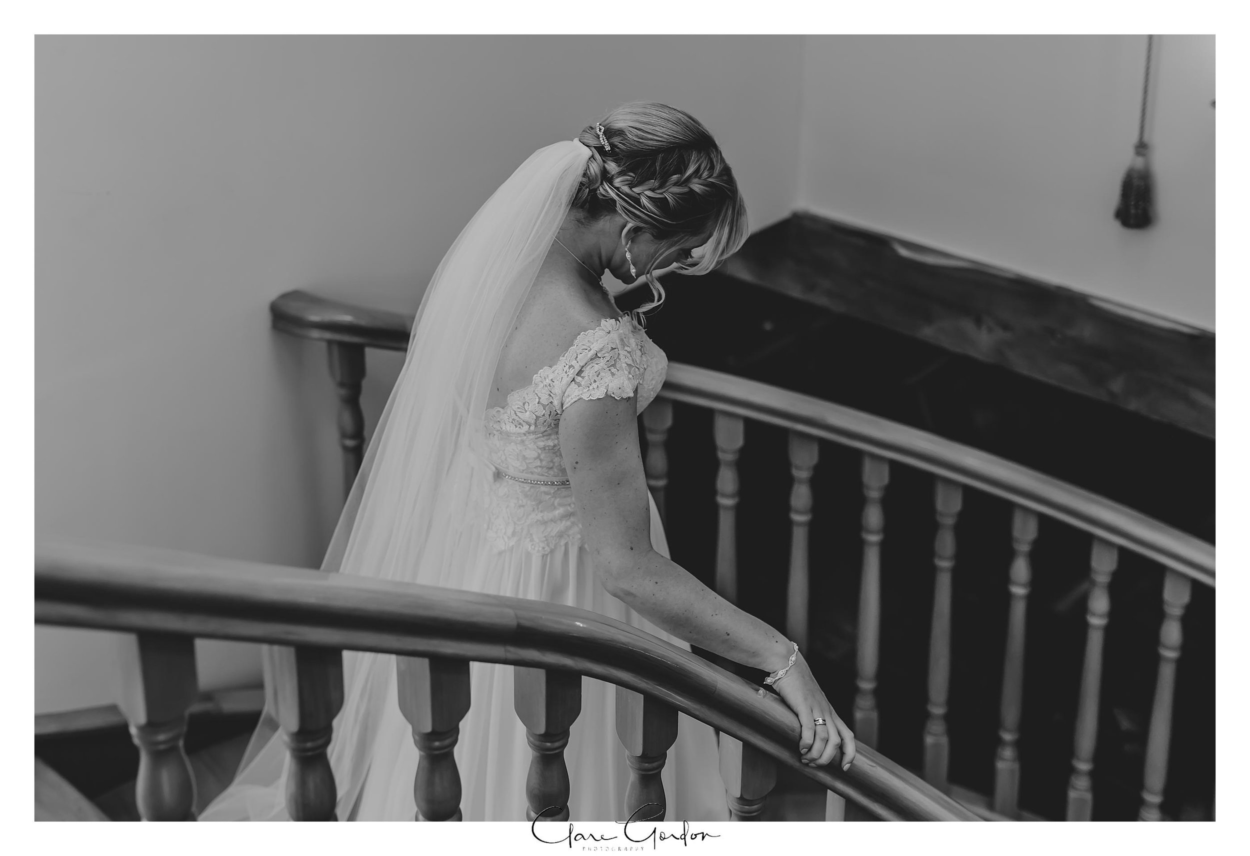 Eagle-Ridge-wedding-photo-bride-on-stairs-portrait-Tauranga (84).jpg