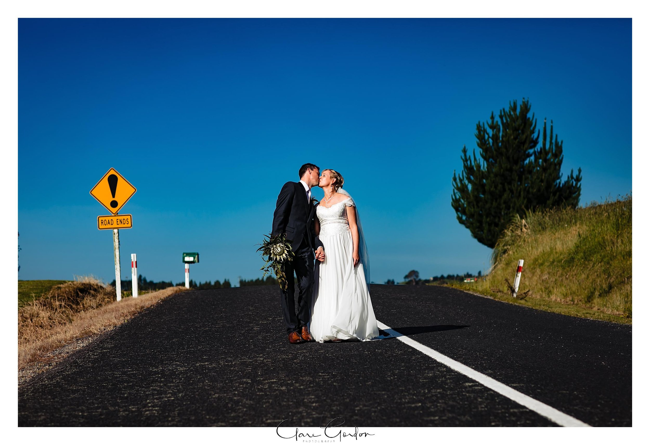 Eagle-Ridge-wedding-photo-bride-and-groom-portraits-Tauranga (123).jpg