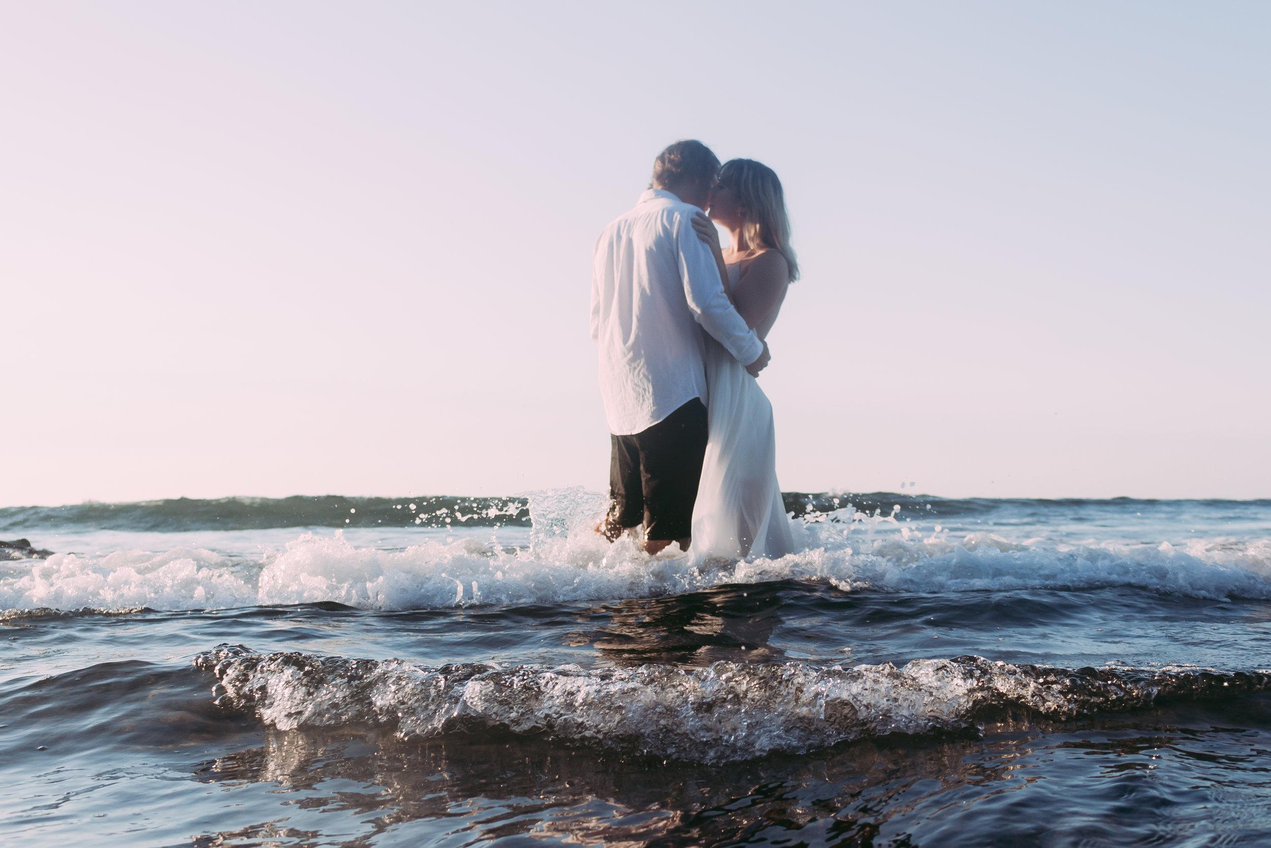 Raglan-beach-couples-engagement-photo-shoot (4 of 79).jpg