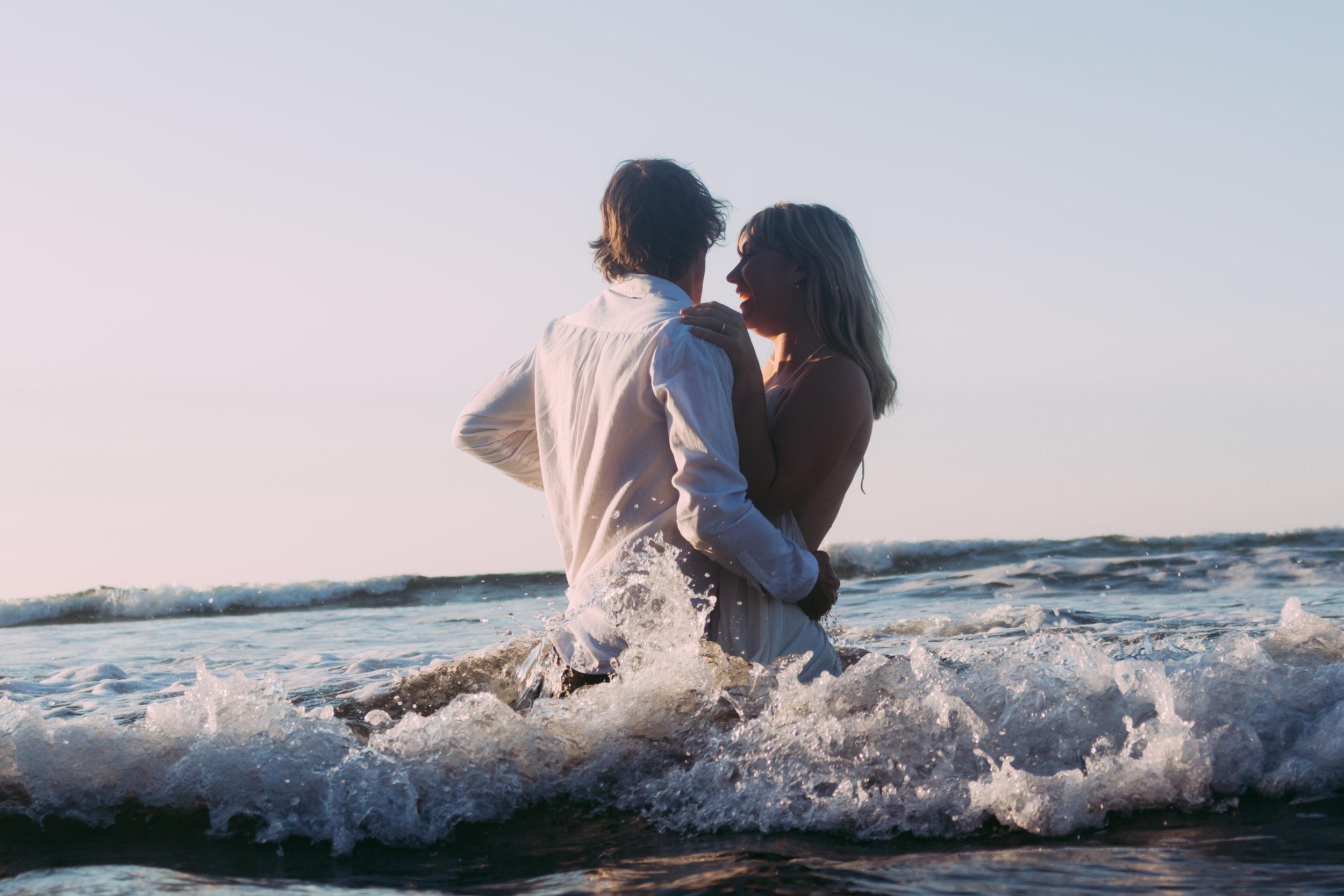 Raglan-beach-couples-engagement-photo-shoot (6 of 79).jpg