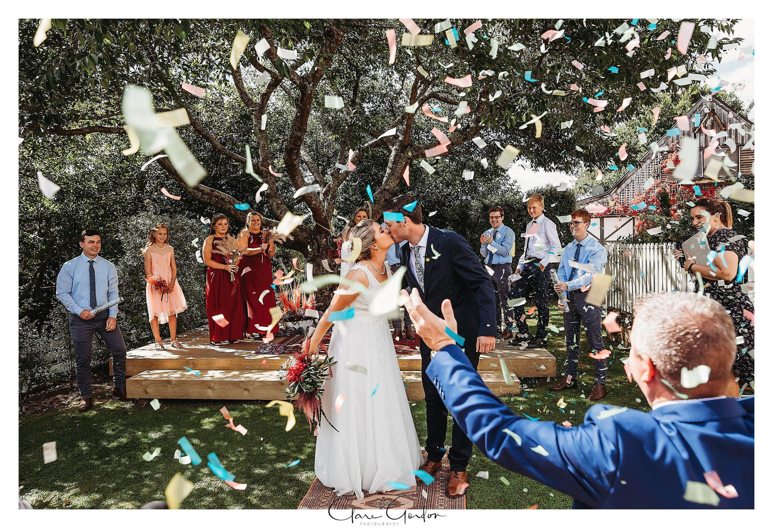 Charlmagne -Lodge-Weddnig-Photo-Couples-Kissing-Confetti.jpg