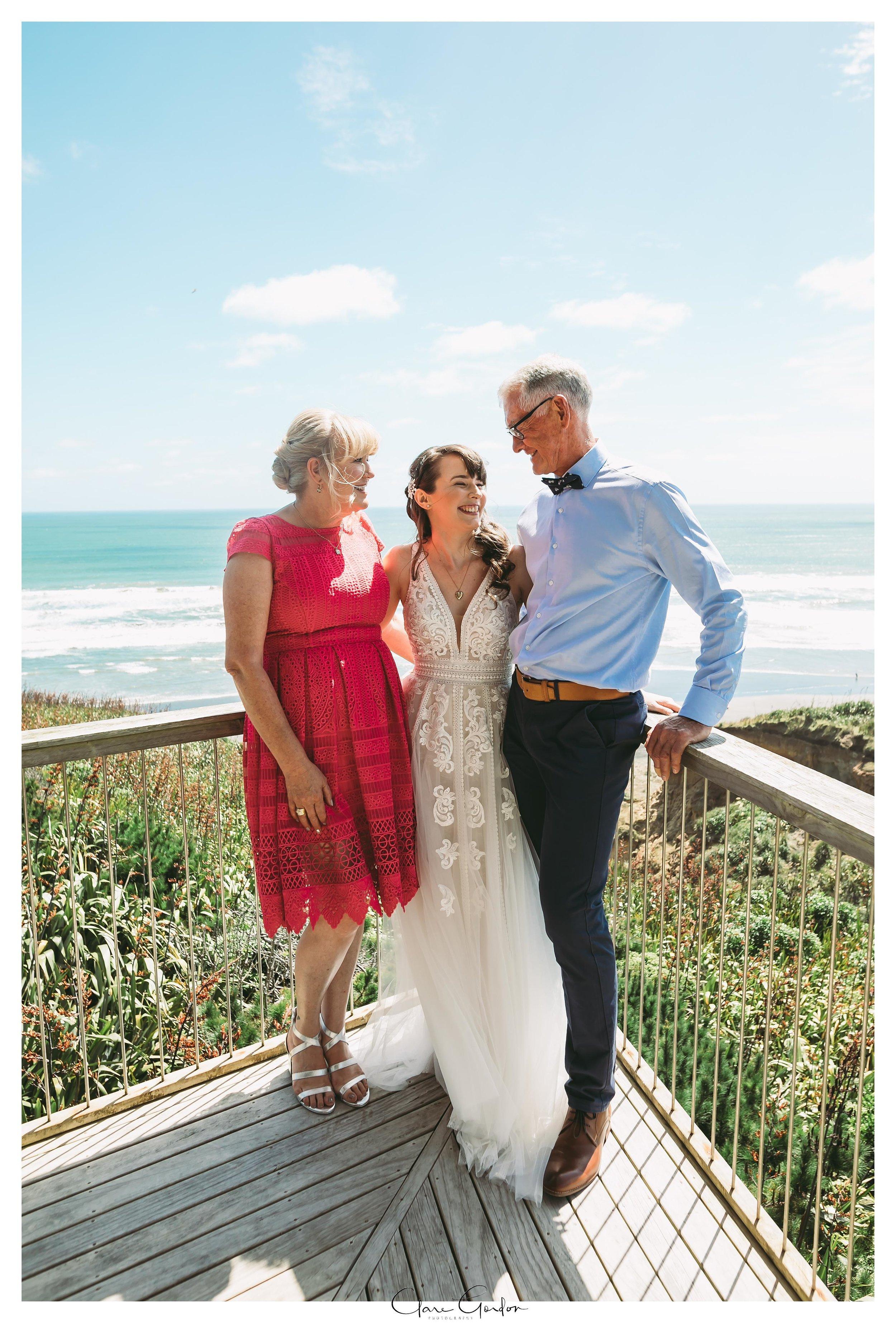 Castaways-resort-waiuku-Wedding-photos-Karioitahi-beach (55).jpg