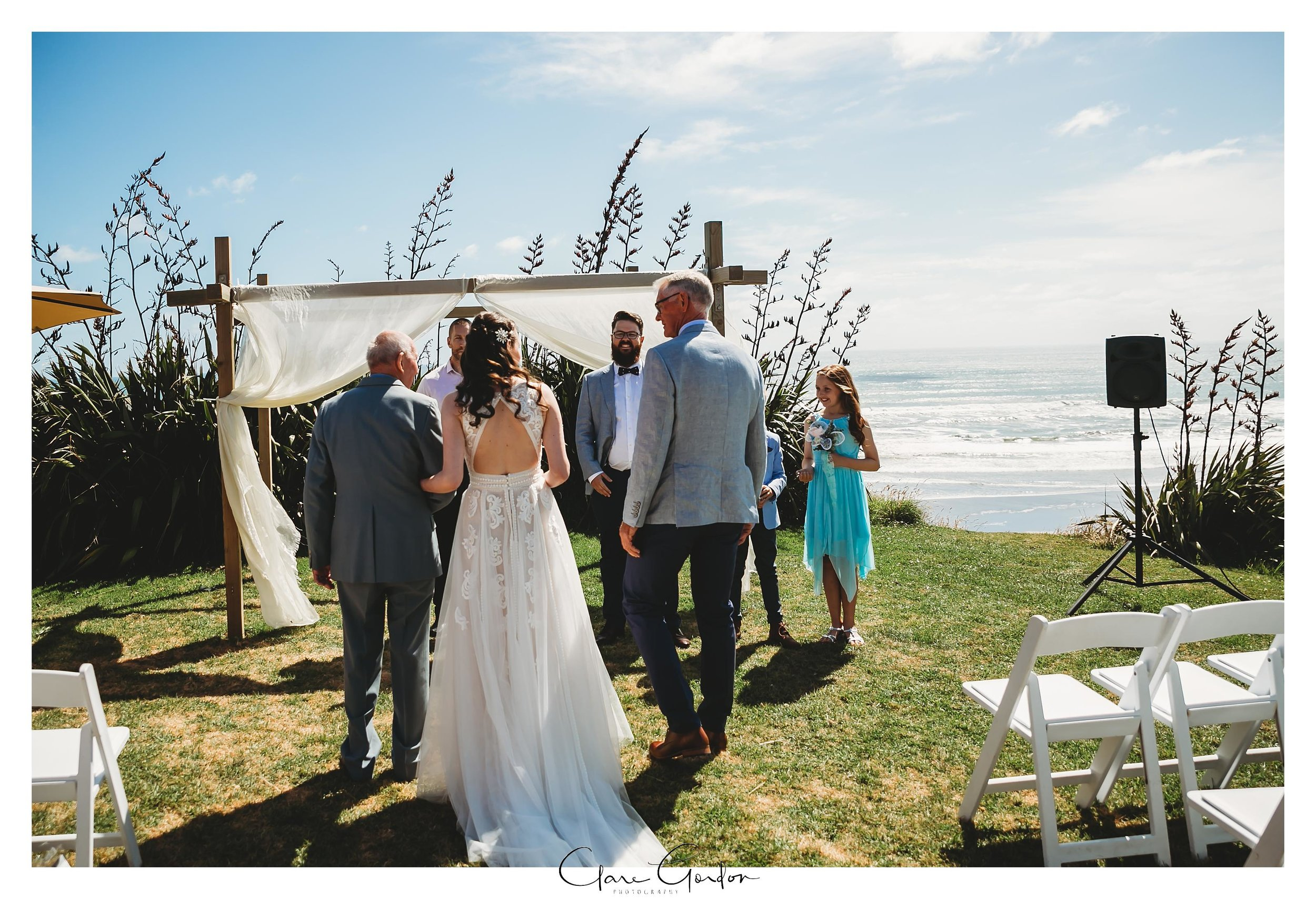 Castaways-resort-waiuku-Wedding-photos-Karioitahi-beach (68).jpg